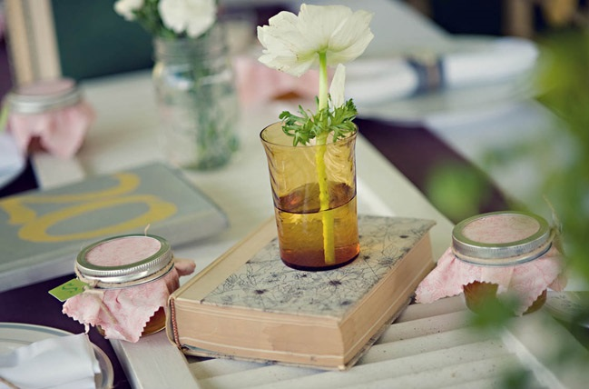 nice-and-easy-book-centrepieces