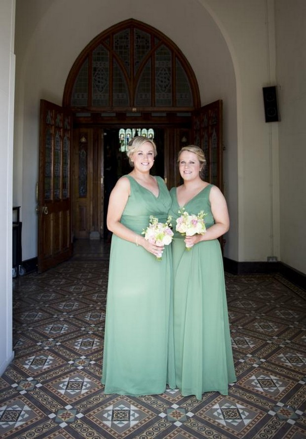 julie-cummins-real-wedding_sage-green-bridesmaids