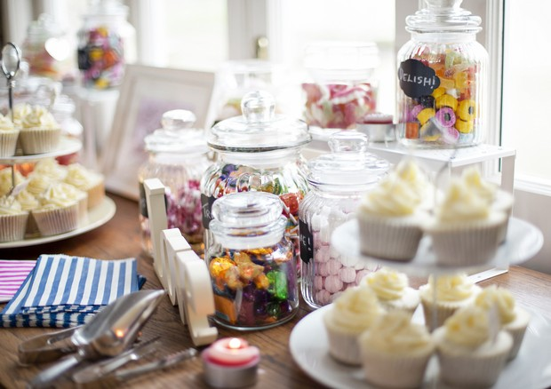 wedding cupcakes and sweetie table