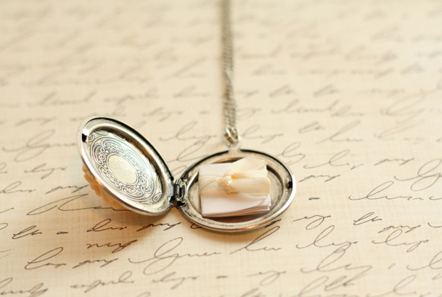 locket-with-note-wedding-gift