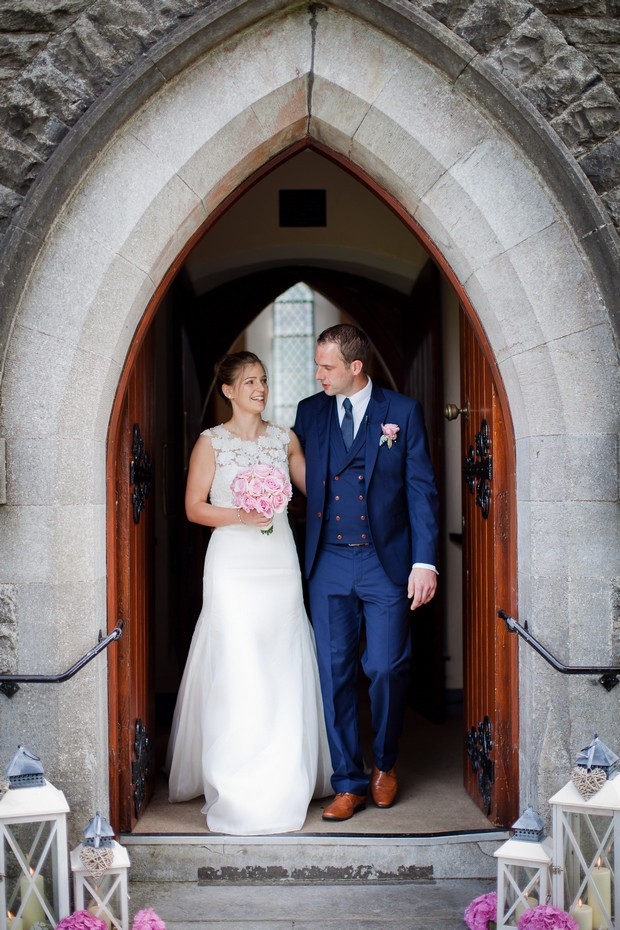 20-bride-groom-church-door