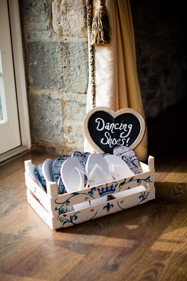 36-flip-flop-basket-wedding-ideas-dancing-shoes