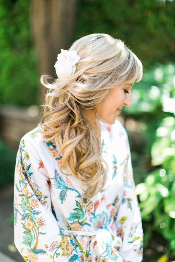 wedding-hairstyle-loose-waves-with-flower-hairpiece