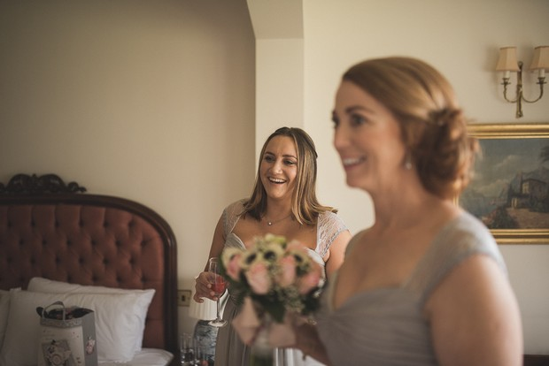 bride-getting-ready-with-mother-morning-of-wedding (5)