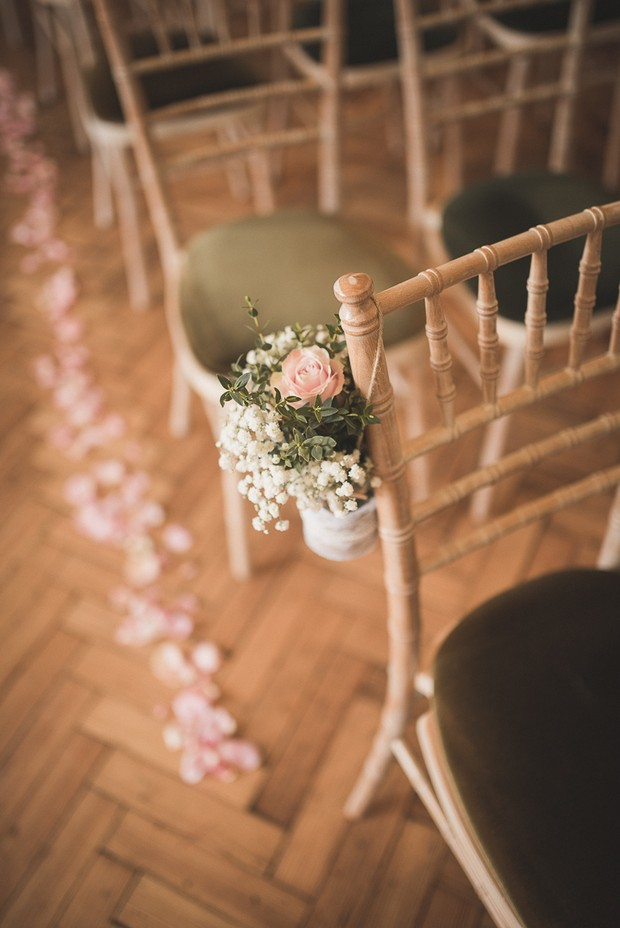 country-charm-style-wedding-pew-ends-babys-breath-hanging-pots (1)