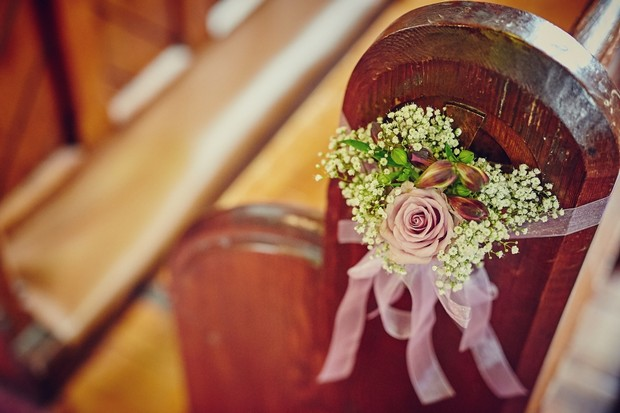 rose-baby's-breath-pew-end