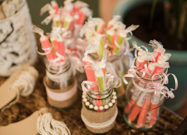 DIY-wedding-table-jars-hessian