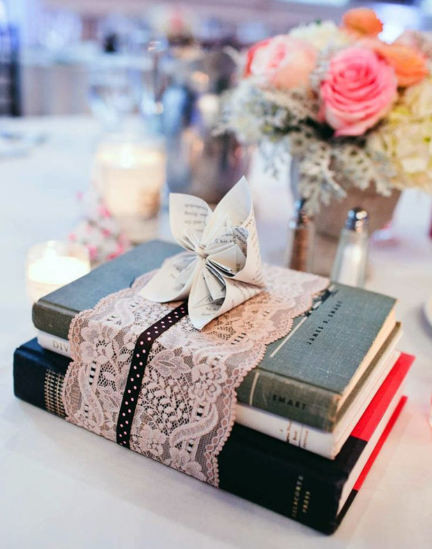 book-wedding-table-centrepiece