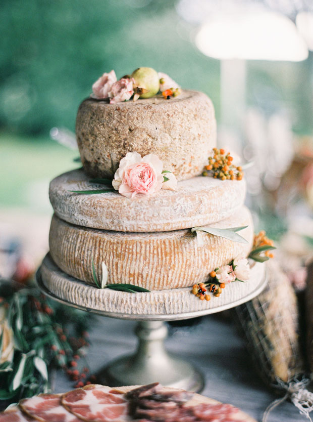 cheese-cake-decoratd-with-flowers