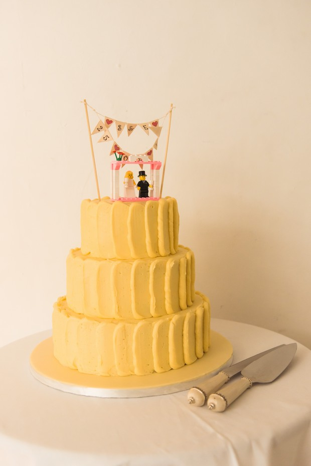 cute-lego-cake-toppers-wedding-bunting (2)