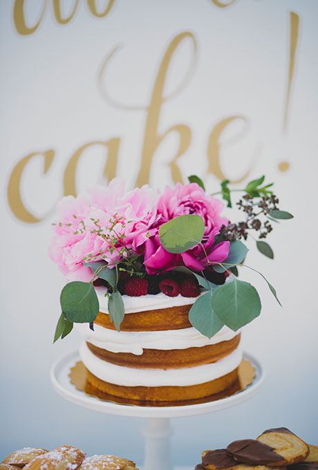 single_tier_naked_unfrosted_WEdding_cake_2015_trends