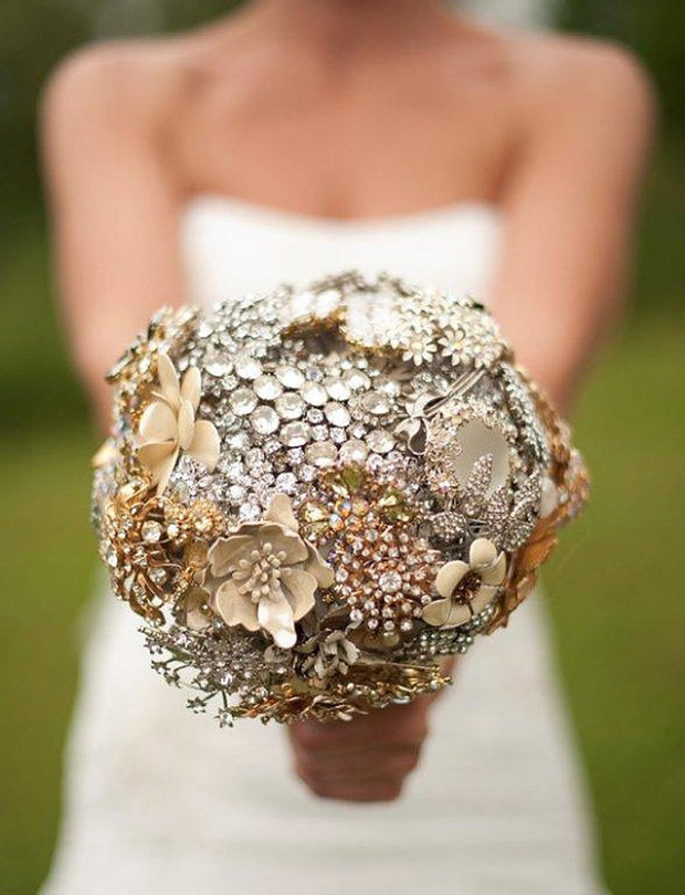 cream-silver-and-gold-brooch-bouquet