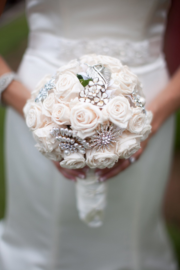 romantic-fresh-flower-and-brooch-bouquet