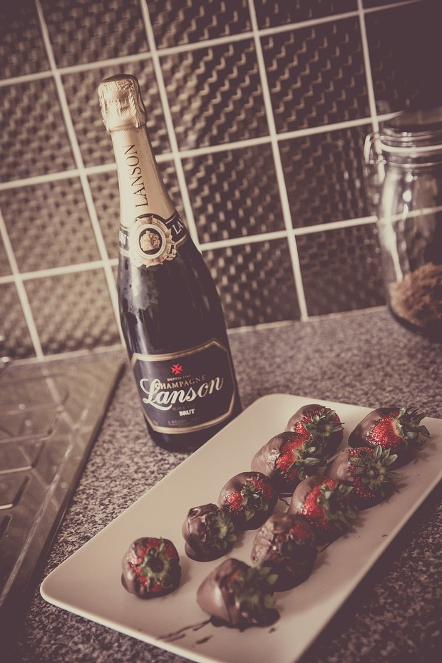 1_champagne_chocolate_covered_strawberries