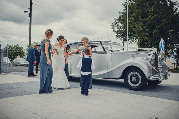 27-Bride-getting-out-of-vintage-car