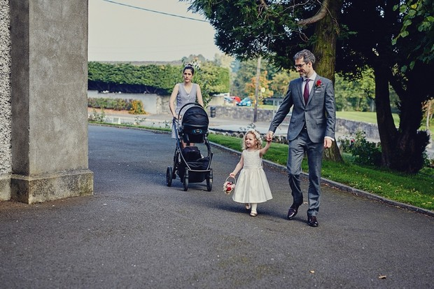 21-Wedding-guests-arriving-at-church (3)