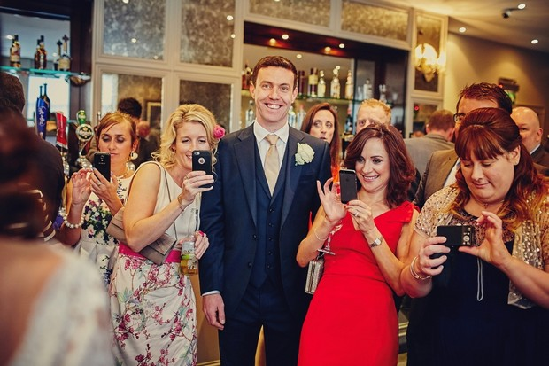 41-wedding-guests-taking-pictures-phone (1)
