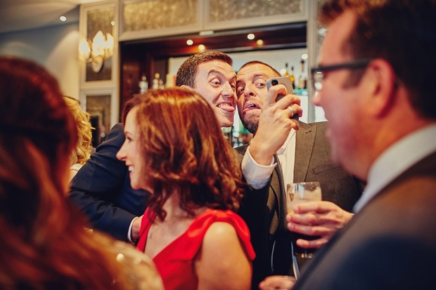 41-wedding-guests-taking-pictures-phone (2)