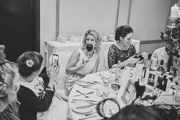 42-wedding-guests-with-fun-photo-props