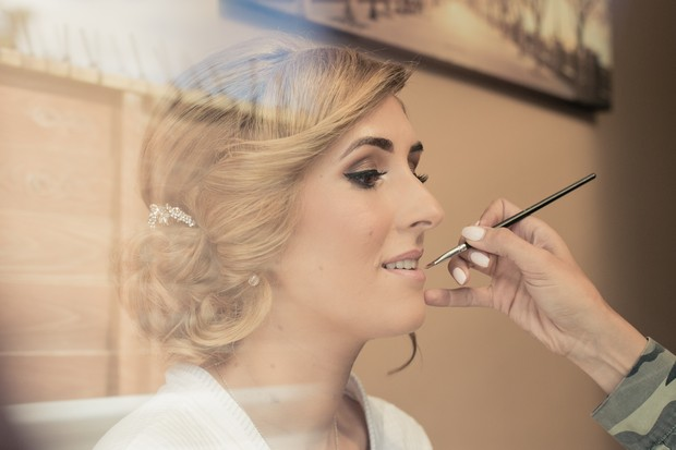 bride-getting-ready-makeup