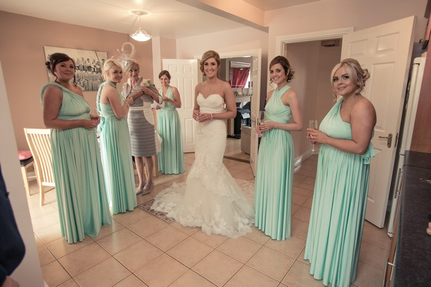 bridesmaids-in-multi-wear-mint-bridesmaid-dresses