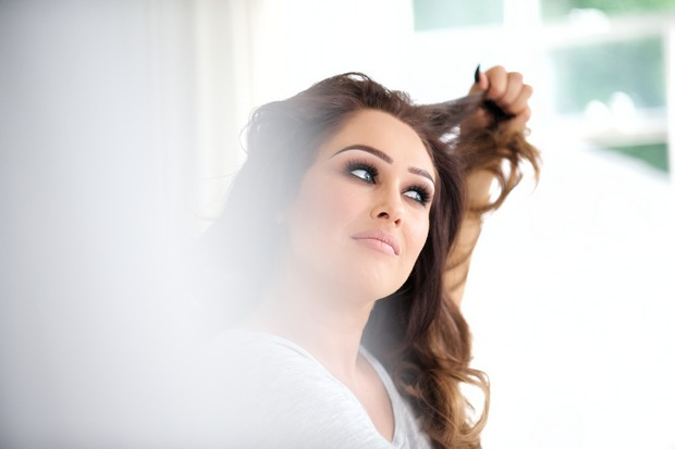 15-Bride-having-makeup-done-wedding-morning-preparation