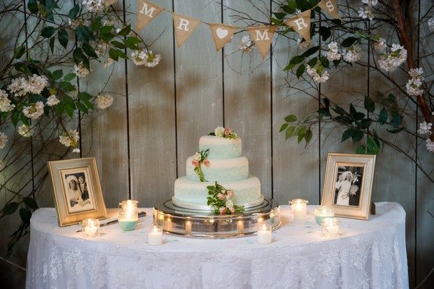 25-Rustic-Mint-Wedding-Cake-Table-Backdrop-Family-Photos
