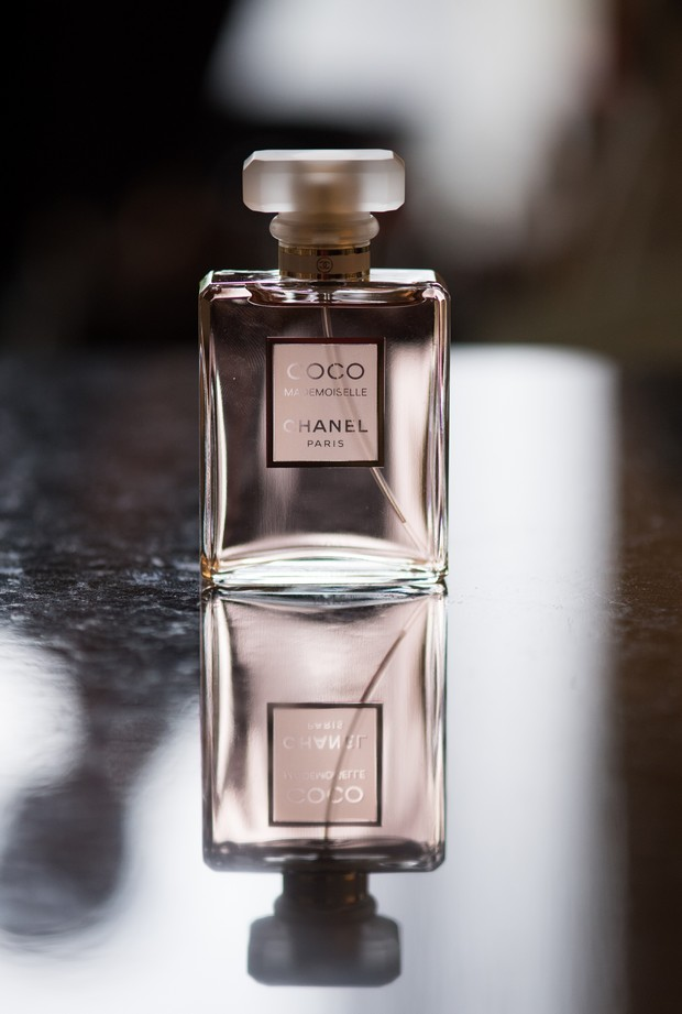 28-Coco-Chanel-Wedding-Photo-Bride-Fragrance