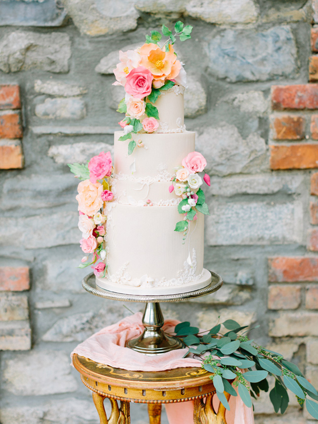 cupcakes-and-counting2-flower-adorned-wedding-cake