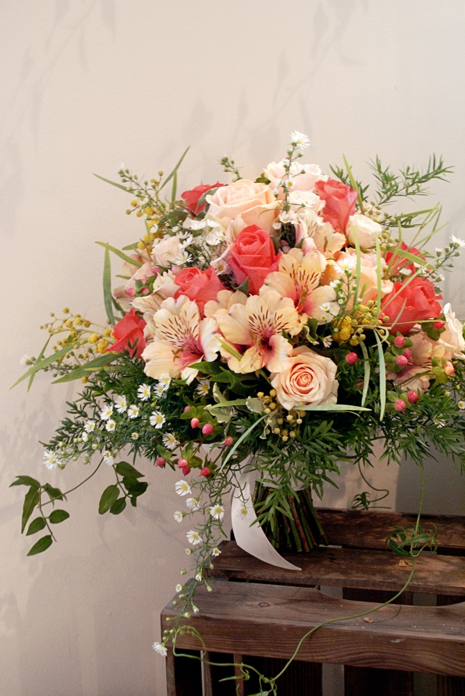 trailing-summer-wedding-bouquet-coral-bloomsday