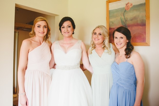 12-Bride-bridesmaids-getting-ready-morning-Emma-Russell-Photography-weddingsonline