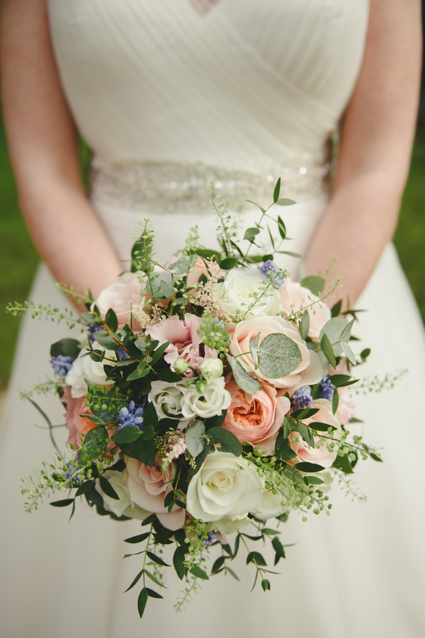 32-spring-wedding-bouquet-vintage-style-Emma-Russell-Photography-weddingsonline