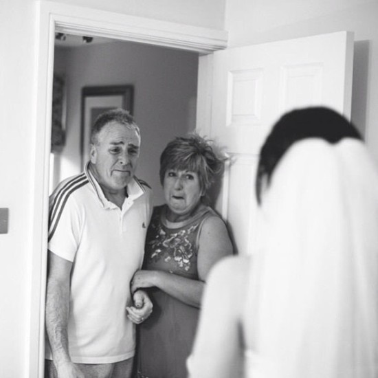 first-look-wedding-photo-emotional-parents
