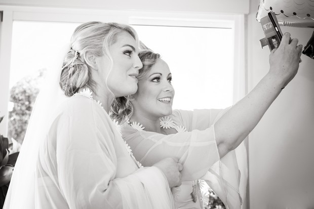 6-Bride-bridesmaid-wedding-morning-selfie-weddingsonline