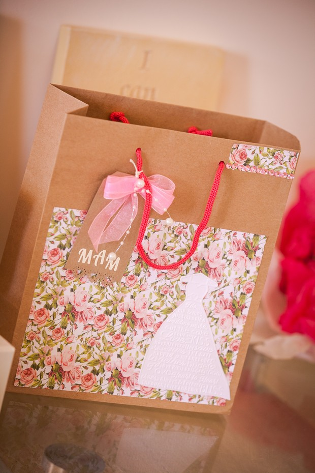 7-Wedding-Gift-Bag-Mother-of-the-Bride-weddingsonline