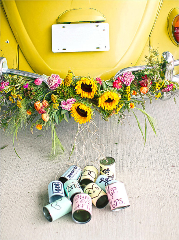 wedding-getaway-car-with-personalised-tin-cans