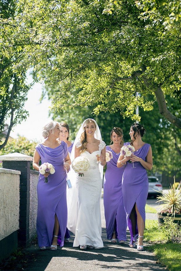 bride-with-bridesmaids-in-lavender-dresses