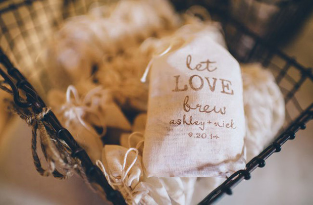 tea-and-coffee-favours-winter-wedding