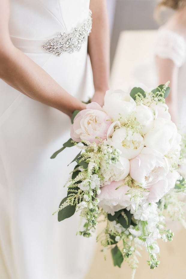 15-pale-pink-white-wedding-bouquet-peonies