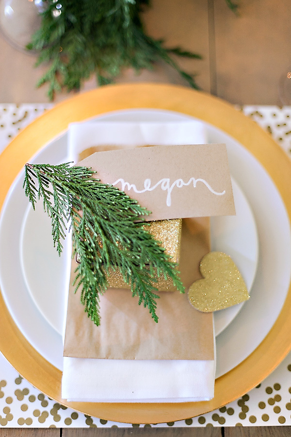 wedding-table-place-setting-gold-glitter-calligraphy