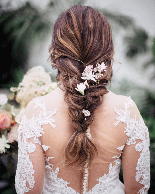 Loose Wedding Hairstyles: Gorgeous Ways To Wear Flowers In Your Hair