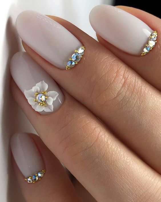 10 Nude Bridal Nails For The Bride