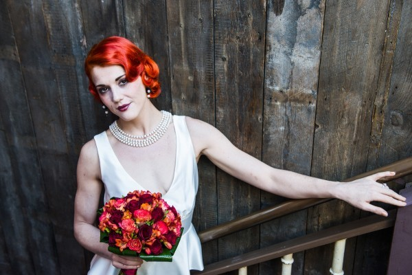 vintage 20s hair, wedding dress, pearls, red bouquet