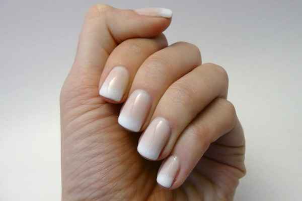 Image vai http://casadepolish.blogspot.ie/2013/09/gradient-french-manicure.html