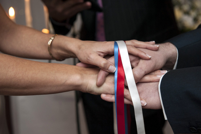 hand tie ceremony photo ribbons