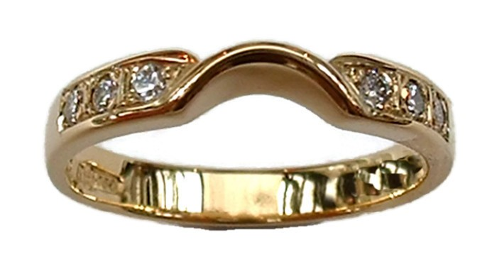 18ct Yellow Gold Fitted Diamond Wedding Ring