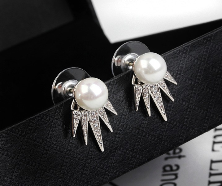 EILLY Claw Pearl Crystal Silver Stud Earrings
