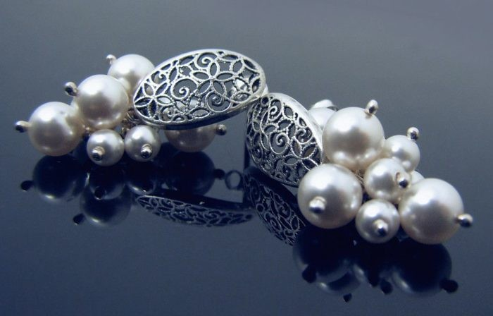 LILY Swarovski White Bunch Pearl Silver Earrings