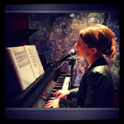 Pre-Dinner Music - Female Church Singers - Musicians | Lucy Kavanagh Singer and Pianist