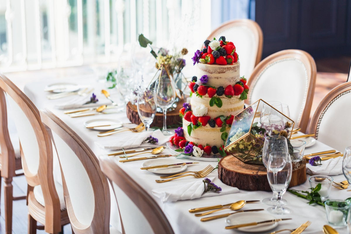Possible Top Table Wedding Cake set-up at The Avon Wedding Lakeshore Venue